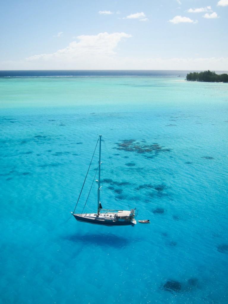 Sänna - Anchored in Bora Bora