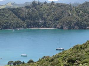Sänna Anchored in Bay of Islands